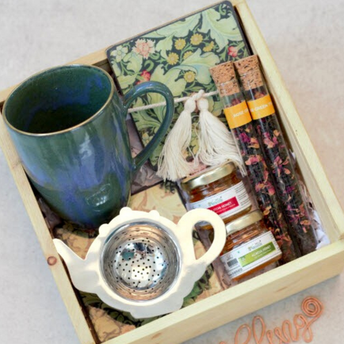 Tea Hamper With Exotic Tea & Honey