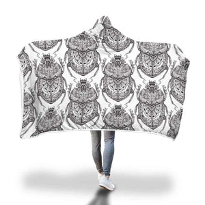 Egyptian Scarab Beetle Design. Ancient Egypt Symbol Pattern Hooded Snuggle Meditation Blanket - Hooded Blanket