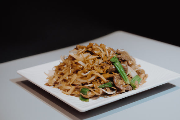 Fried Rice Noodle with Sliced Beef in Soya Sauce