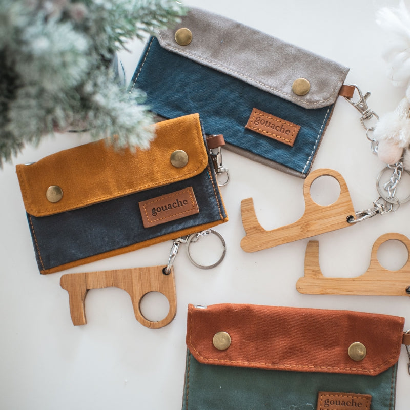 "Danny Pouch Christmas set with ""No touch"" bamboo key ring"