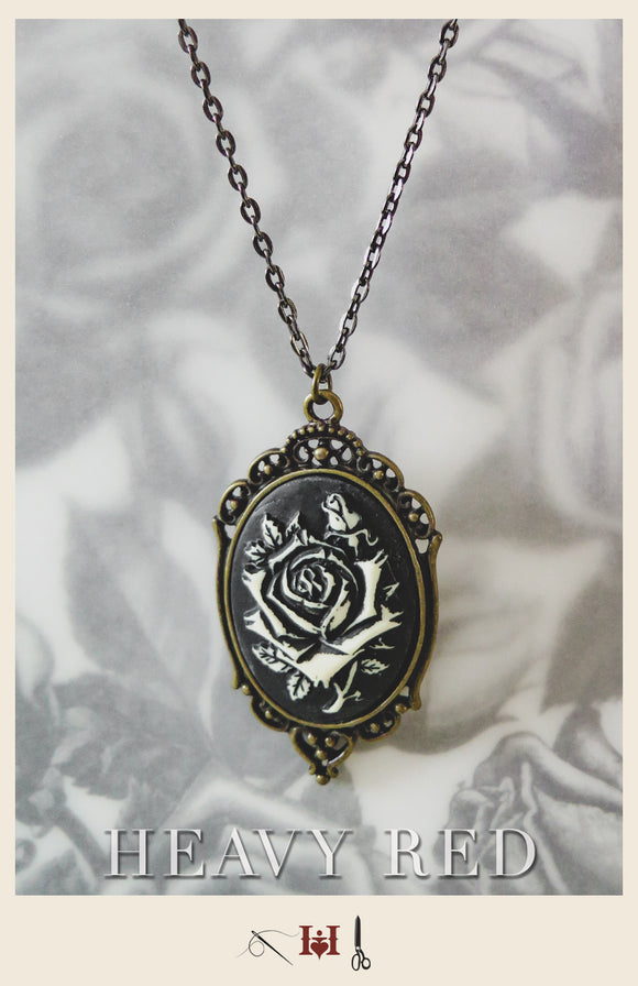 Monochrome Passion Cameo