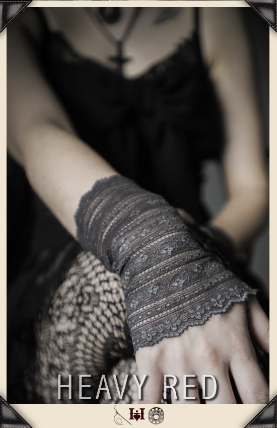 Grey Victorian Lace Wrist Gloves
