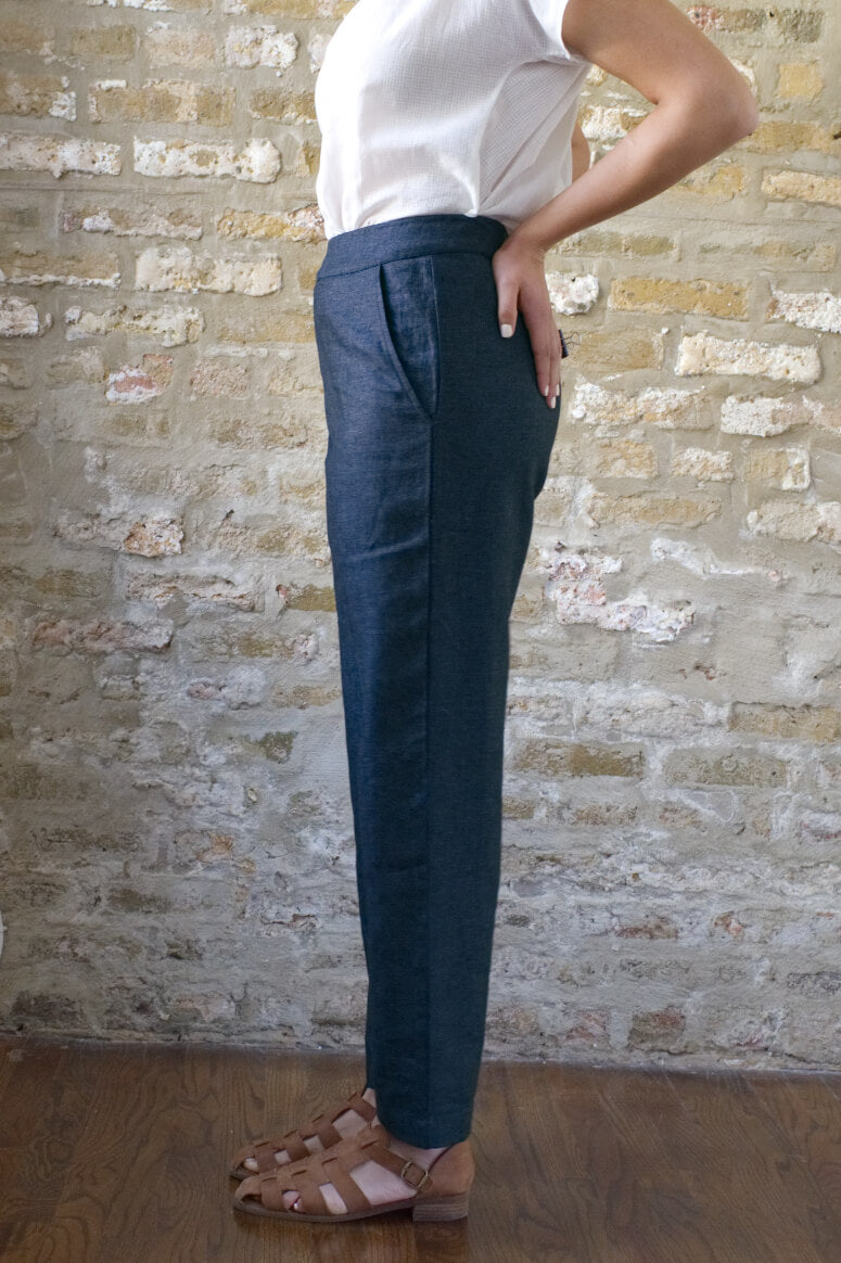 Taylor Tall side view of high rise ankle pant in midnight for tall women