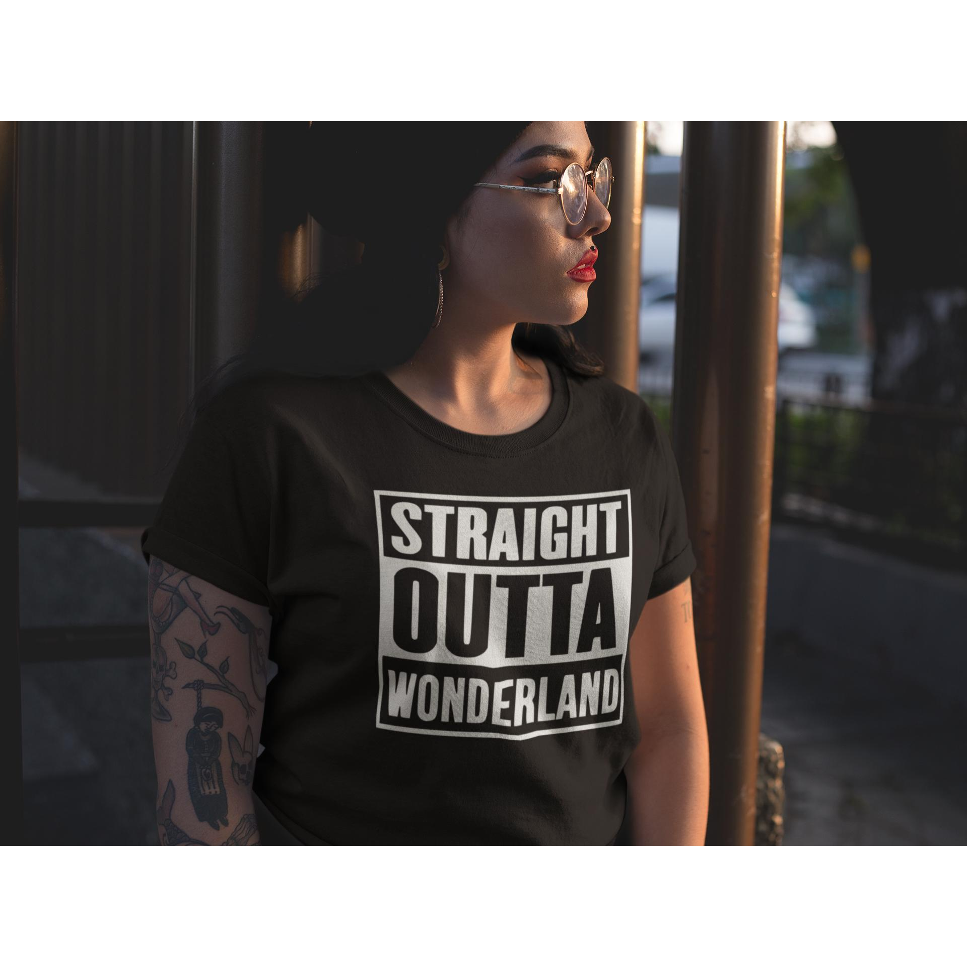 STRAIGHT OUTTA WONDERLAND - Rave On!® - Damen RollUp Shirt Women Rollup Shirt - Rave On!® der Club & Techno Szene Shop für Coole Junge Mode Streetwear Style & Fashion Outfits + Sexy Festival 420 Stuff
