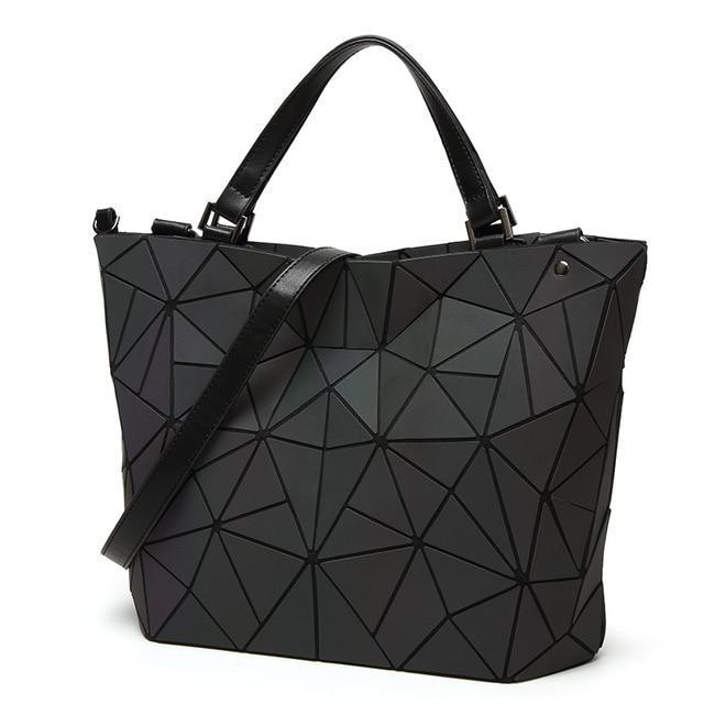 Holographisch leuchtende Handtasche - geometric Luminous-A-Rave-On! I www.rave-on.shop I Deine Rave & Techno Szene Shop I bag, bags, casual, fashion, female, femme, frau, geometric, geometrisch, handbags, handtasche, holo, holographic, holographisch, leuchten, leuchtend, leuchtet, lumi, lumi collection, luminous, mirror, new, rave attire, rave wear, shoulder bag, tasche, tote bags, trending, täschchen, women - Sexy Festival Streetwear , Clubwear & Raver Style