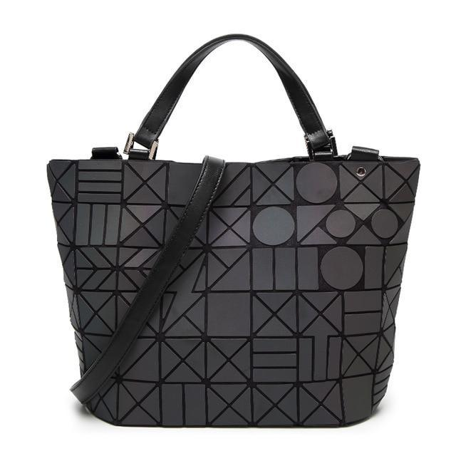 Holographisch leuchtende Handtasche - geometric Luminous-B-Rave-On! I www.rave-on.shop I Deine Rave & Techno Szene Shop I bag, bags, casual, fashion, female, femme, frau, geometric, geometrisch, handbags, handtasche, holo, holographic, holographisch, leuchten, leuchtend, leuchtet, lumi, lumi collection, luminous, mirror, new, rave attire, rave wear, shoulder bag, tasche, tote bags, trending, täschchen, women - Sexy Festival Streetwear , Clubwear & Raver Style