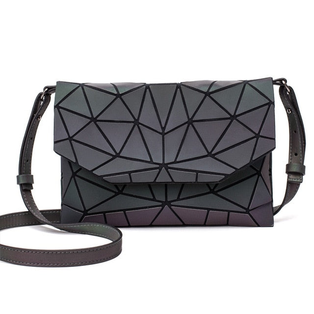 Holographisch leuchtende Schultertasche - geometric Luminous-Luminous A-Rave-On! I www.rave-on.shop I Deine Rave & Techno Szene Shop I bags, casual, clutch, fashion, female, femme, frauen, geometric, geometrisch, girl, hand bag, handbag, handbags, holographic, holographisch, leuchtend, lumi, lumi collection, luminous, rave attire, rave on, rave wear, shoulder, shoulder bags, trendig, trending, women - Sexy Festival Streetwear , Clubwear & Raver Style
