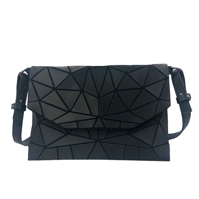 Holographisch leuchtende Schultertasche - geometric Luminous-Black-Rave-On! I www.rave-on.shop I Deine Rave & Techno Szene Shop I bags, casual, clutch, fashion, female, femme, frauen, geometric, geometrisch, girl, hand bag, handbag, handbags, holographic, holographisch, leuchtend, lumi, lumi collection, luminous, rave attire, rave on, rave wear, shoulder, shoulder bags, trendig, trending, women - Sexy Festival Streetwear , Clubwear & Raver Style