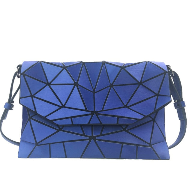Holographisch leuchtende Schultertasche - geometric Luminous-Blue-Rave-On! I www.rave-on.shop I Deine Rave & Techno Szene Shop I bags, casual, clutch, fashion, female, femme, frauen, geometric, geometrisch, girl, hand bag, handbag, handbags, holographic, holographisch, leuchtend, lumi, lumi collection, luminous, rave attire, rave on, rave wear, shoulder, shoulder bags, trendig, trending, women - Sexy Festival Streetwear , Clubwear & Raver Style