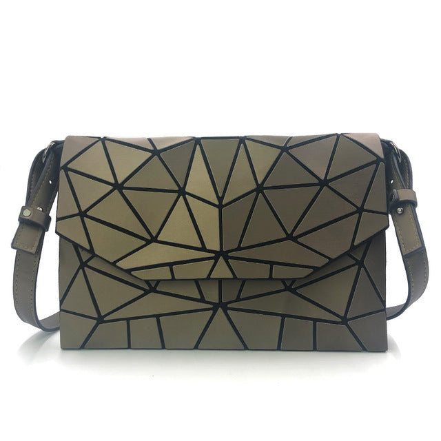 Holographisch leuchtende Schultertasche - geometric Luminous-Brown-Rave-On! I www.rave-on.shop I Deine Rave & Techno Szene Shop I bags, casual, clutch, fashion, female, femme, frauen, geometric, geometrisch, girl, hand bag, handbag, handbags, holographic, holographisch, leuchtend, lumi, lumi collection, luminous, rave attire, rave on, rave wear, shoulder, shoulder bags, trendig, trending, women - Sexy Festival Streetwear , Clubwear & Raver Style