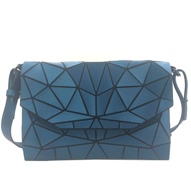Holographisch leuchtende Schultertasche - geometric Luminous-Sky-Rave-On! I www.rave-on.shop I Deine Rave & Techno Szene Shop I bags, casual, clutch, fashion, female, femme, frauen, geometric, geometrisch, girl, hand bag, handbag, handbags, holographic, holographisch, leuchtend, lumi, lumi collection, luminous, rave attire, rave on, rave wear, shoulder, shoulder bags, trendig, trending, women - Sexy Festival Streetwear , Clubwear & Raver Style