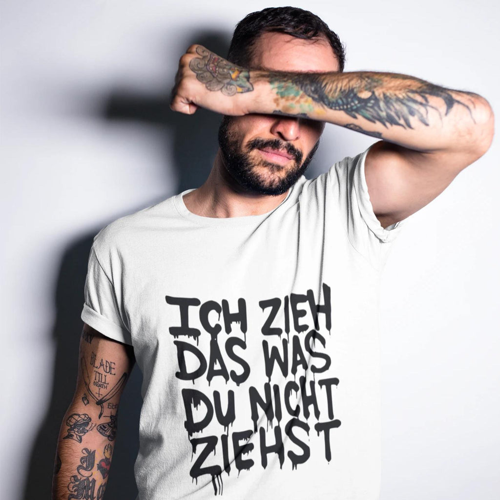 Ich Zieh das... white - Rave On!® - Herren Shirt-Herren Basic T-Shirt-Rave-On! I www.rave-on.shop I Deine Rave & Techno Szene Shop I Design - Ich Zieh das... white - Rave On!®, rave, techno, ziehen - Sexy Festival Streetwear , Clubwear & Raver Style