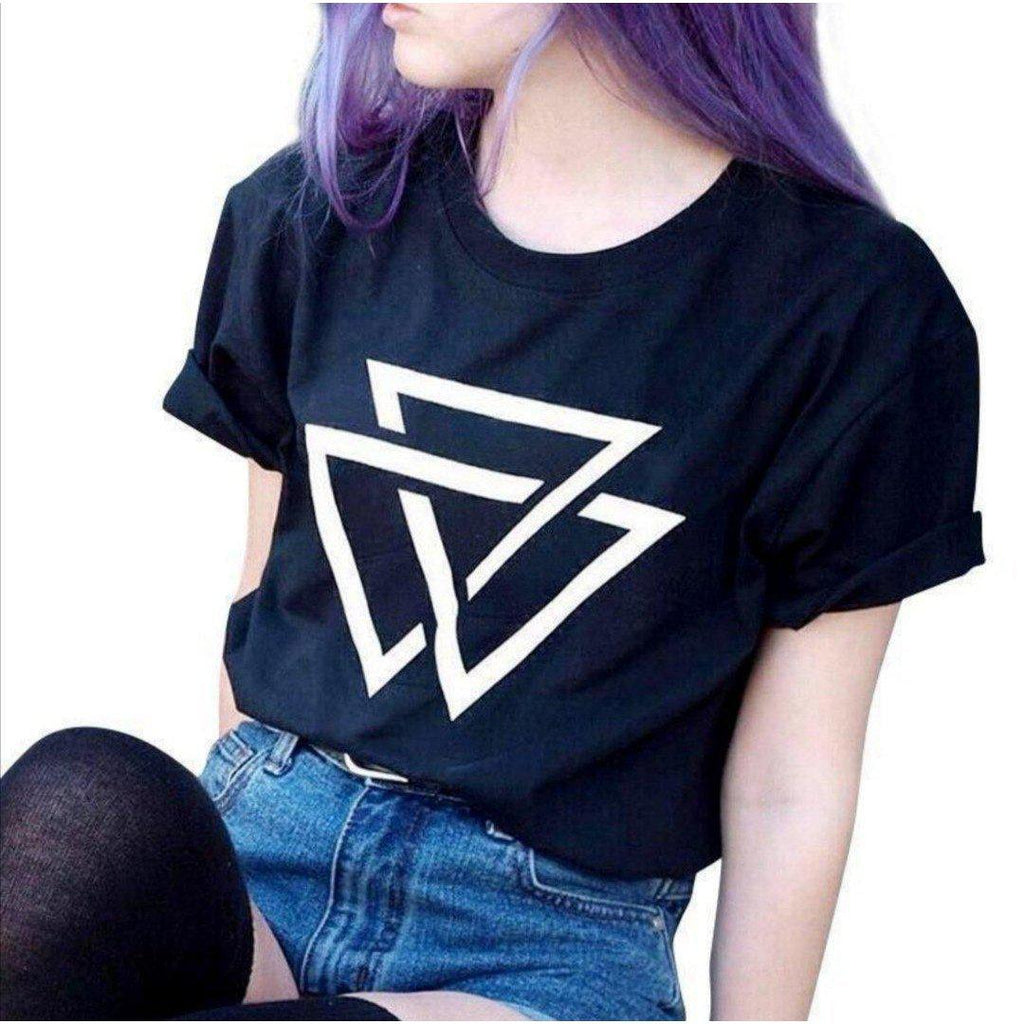 Triangle Rave On!® T-Shirt - Damen RollUp Shirt-Women Rollup Shirt-Rave-On! I www.rave-on.shop I Deine Rave & Techno Szene Shop I apparel, cool, dreieck, dreiecke, fresh, funny, girls, i heart raves, ladies, on!®, rave, rave apparel, rave clothes, rave clothing, rave fashion, rave gear, rave on, rave on!®, rave shop, rave t shirt, rave wear, ravebabe, ravegirl, raver, Raver girl, Raver innen, Raver shirt, techno apparel, technobabe, triangle, ® - Sexy Festival Streetwear , Clubwear & Raver Style