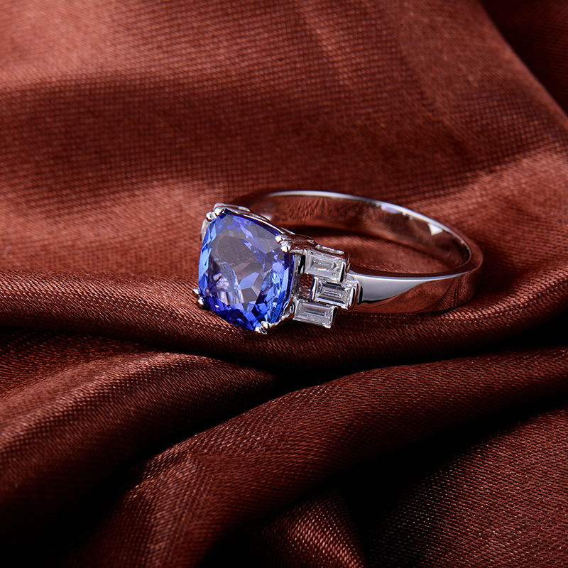 Gorgeous Cushion 2.62ct Tanzanite 0.64ct Diamond Engagement Ring 14k White Gold