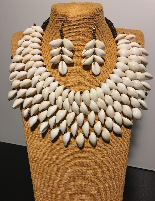 Cowrie Round Necklace Set