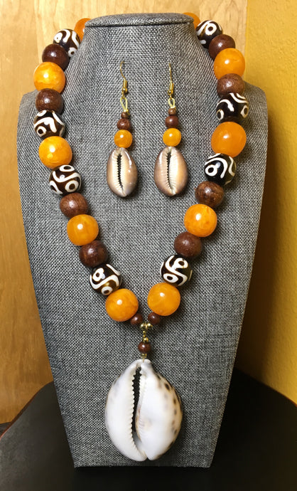 Cowrie Amber Necklace Set