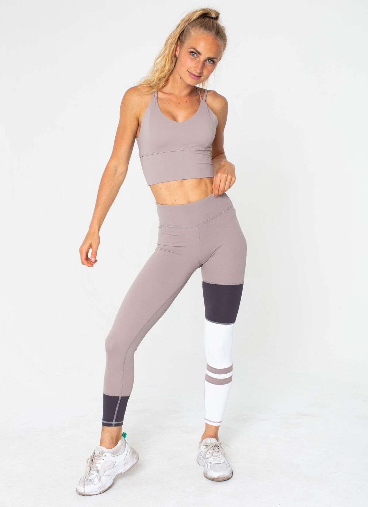 Conquer Seamless Beige Yoga Set - Athlete Body