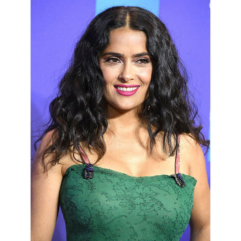 2B hair lies flatter at the crown with defined S-shaped waves starting from the midlength, like Salma Hayek's