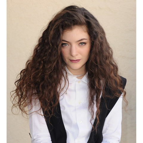 The S-bends are well-defined and begin at the roots. Lorde is the perfect example of this hair type.