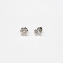 Load image into Gallery viewer, Bezeled Solitaire Stud Medium