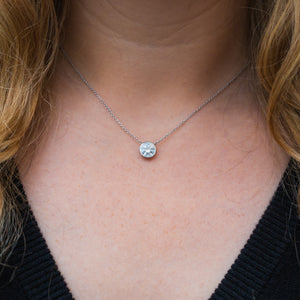 The Round Bezeled Solitaire