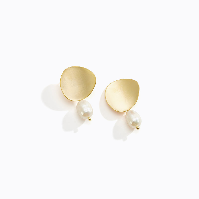 Curved Plate Pearl Drop Stud Earrings