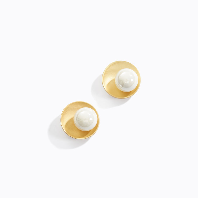Round Plate and Pearl Stud Earrings