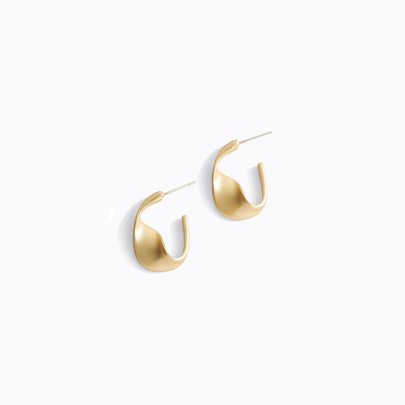 Baroque Retro C-Hoop Earrings