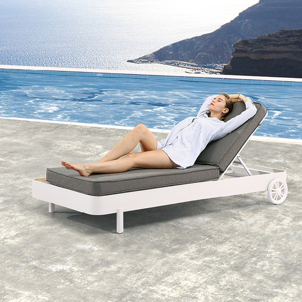 Manis Beach Bed