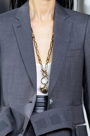long gold chain, layering gold chain, ss20 jewellery trends, gold layering jewellery uk
