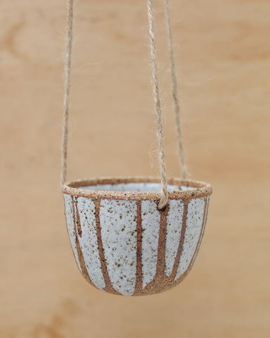 SPECKLED DRIBBLE HANGING PLANTER