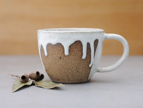 SNOWY MOUNTAIN MUG - CHOCOLATE CLAY - WHITE DRIBBLE GLAZE