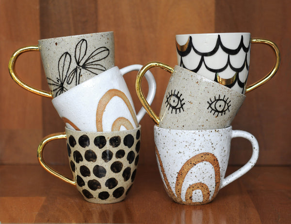 STARRY EYED MUG - SANDY CLAY - GOLD HANDLE
