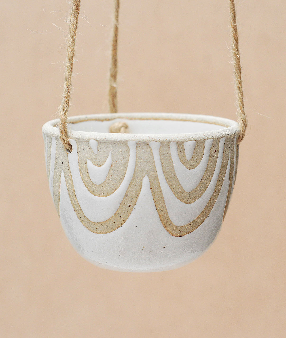 RAINBOW HANGING PLANTER - SANDY CLAY