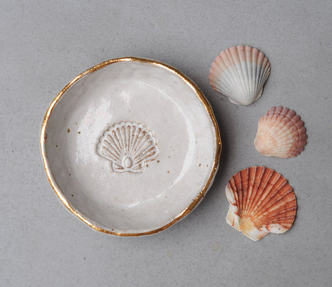 SCALLOP SHELL BOWL - WHITE WASH GLAZE - SANDY CLAY