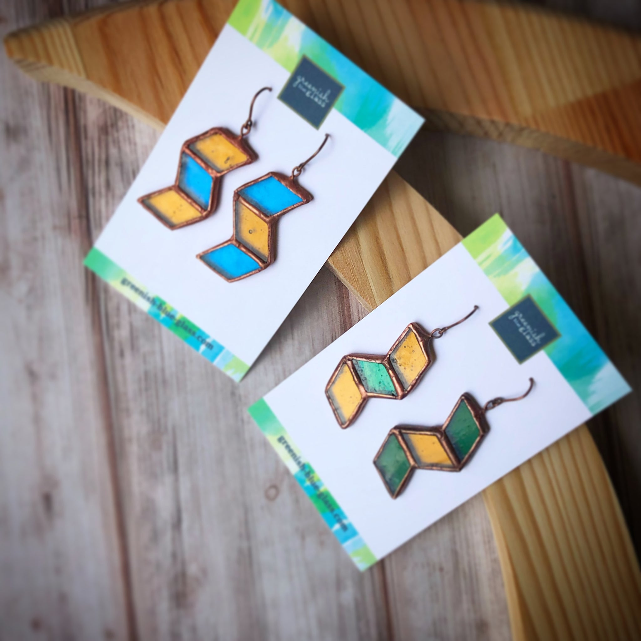 Zigzagged earrings (light blue & golden yellow)