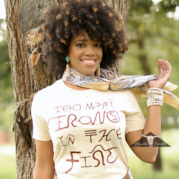 Too Many Irons T-Shirt Cream, Benita Ceceille