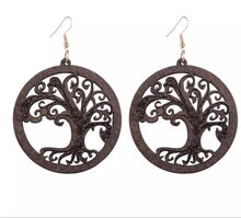 Load image into Gallery viewer, Wooden Spiral Tree Earrings- Black