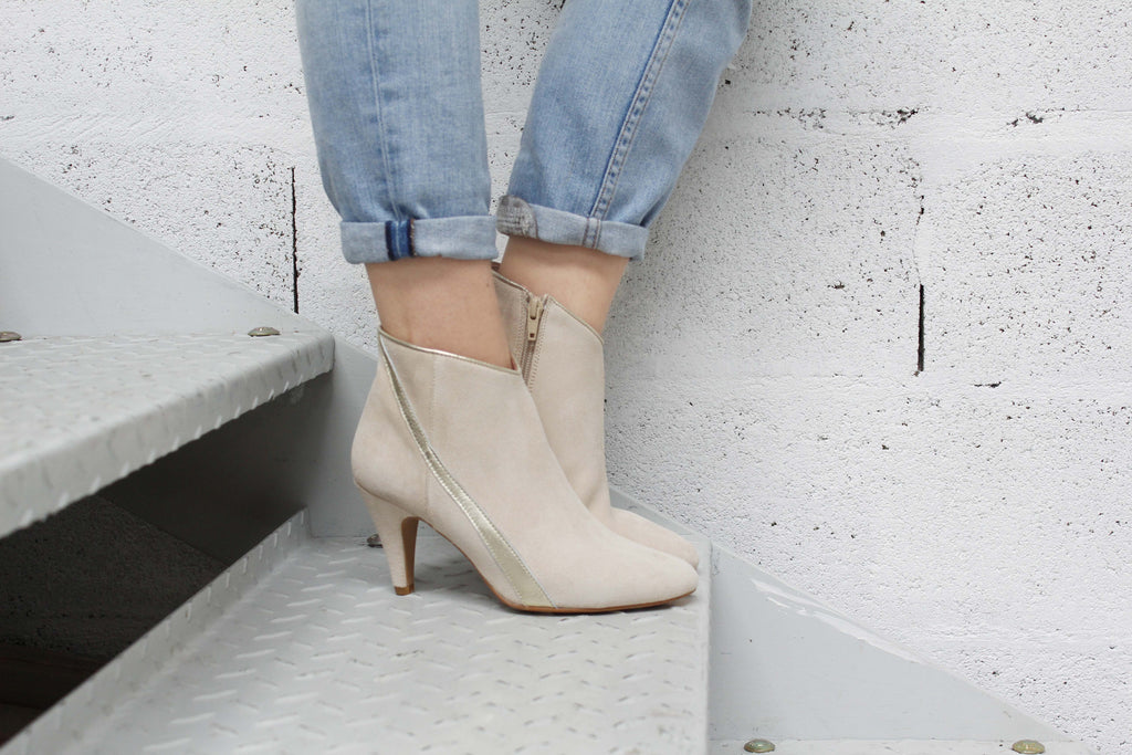 Bottines velours beige et cuir or