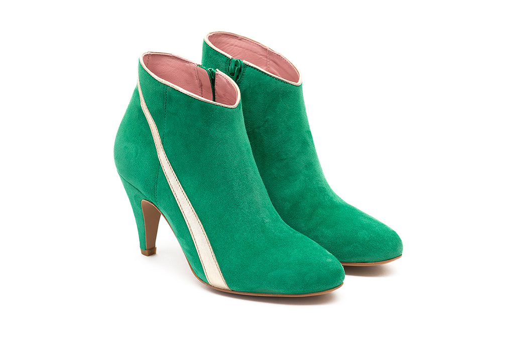 Bottines en velours vert et bande en cuir or