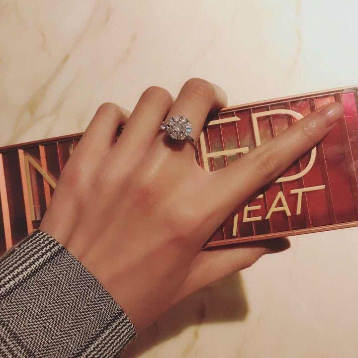 Women Jewelry Gift-A diamond ring that can be rotated