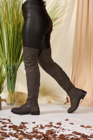 Black Knee High Heeled Boots