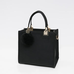 Wanderer Must-Have Leather Handbag / Black