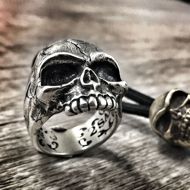 the memento mori skull ring made of silver
