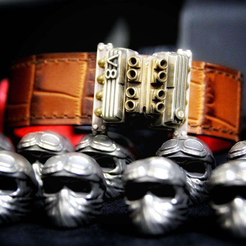 the V8 racing motor bracelet, made of high quality leather