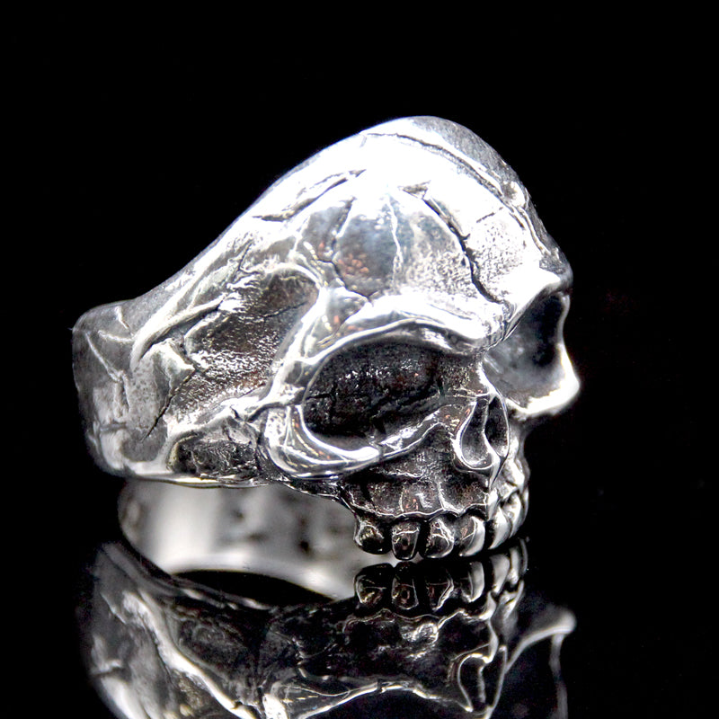 The Memento Mori Skull Ring silver