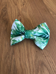 """White Palm"" Over Collar Bowtie"