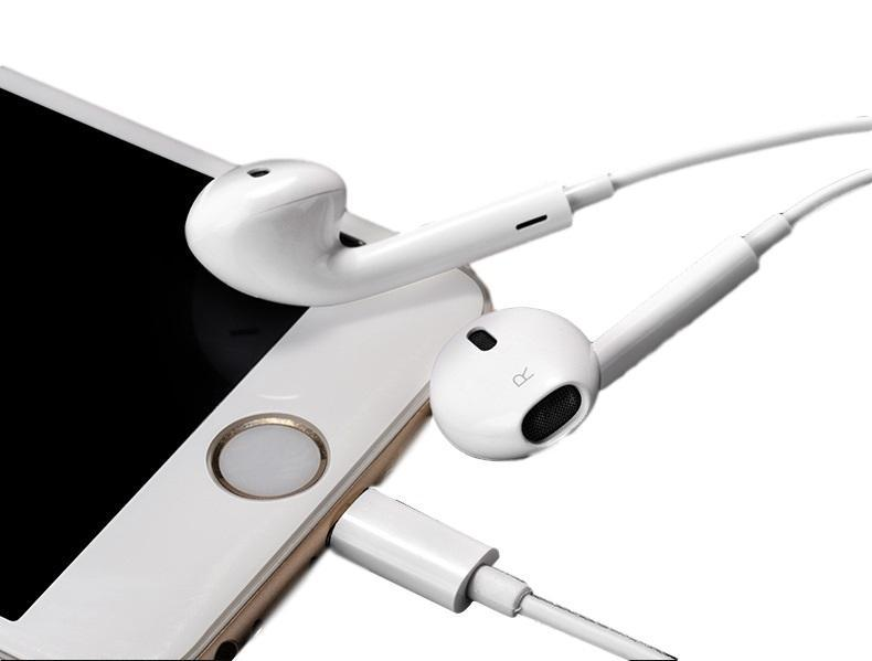 Apple EarPods with Lightning Connector in White