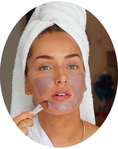 how to use the detoxifying pink clay mask from clay and glow roze kleimasker step2