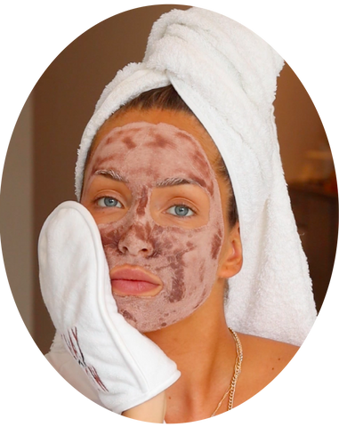 how to use the detoxifying pink clay mask from clay and glow roze kleimasker step4